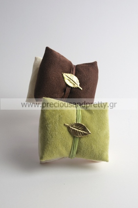 Wedding favors velvet sachets with olive leaf pin G7
