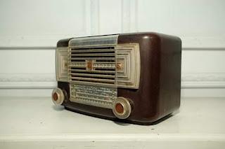 Dijual radio antik warisan yangkung