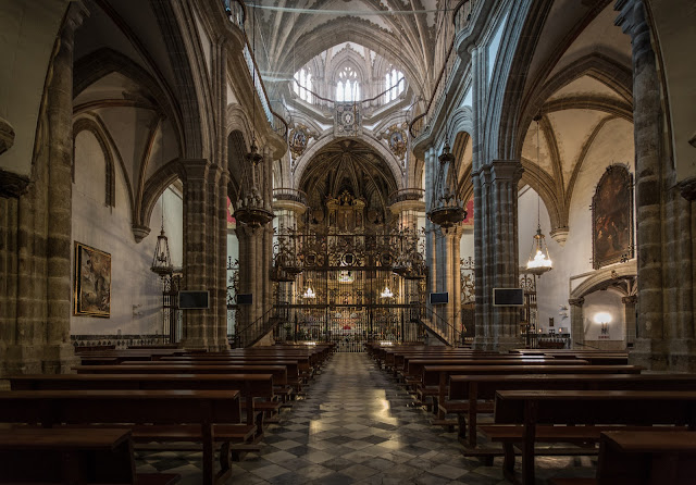 Nave principal del templo basílica :: Canon EOS5D MkIII | ISO1600 | Canon 17-40@17mm | f/4.0 | 1/13s