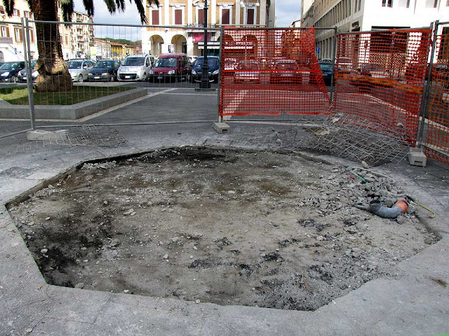 Where once stood the informations booth, piazza del Municipio, Livorno