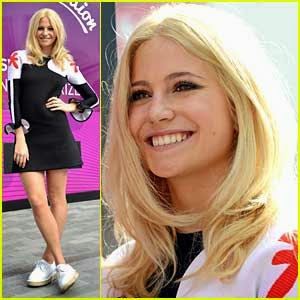 Pixie Lott Popped Out Of Giant Vending Machine , Sang For Shoppers in London