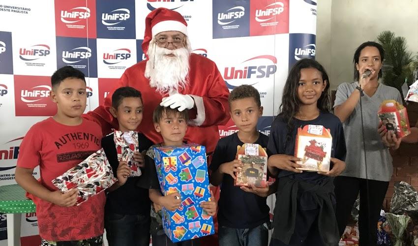 CRIANÇAS DO NOCAIJA RECEBEM PRESENTES ARRECADADOS PELA UNIFSP