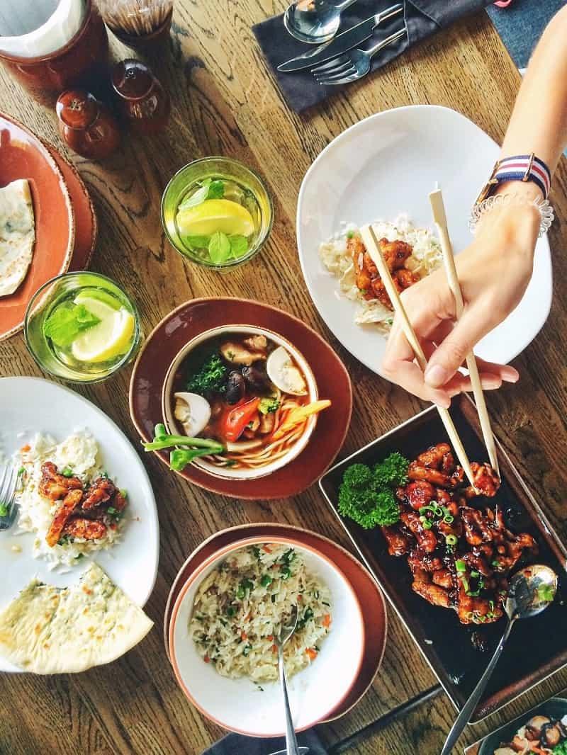 8 أعراض تعرف من خلالها أنك مصاب بـ الإدمان على الغذاء