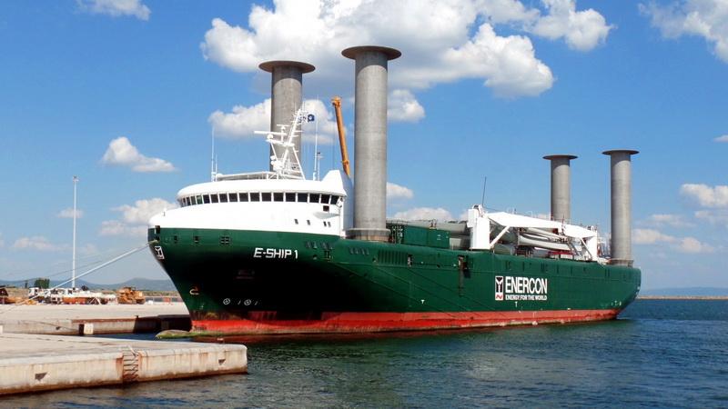 Ένα παράξενο πλοίο στο λιμάνι της Αλεξανδρούπολης