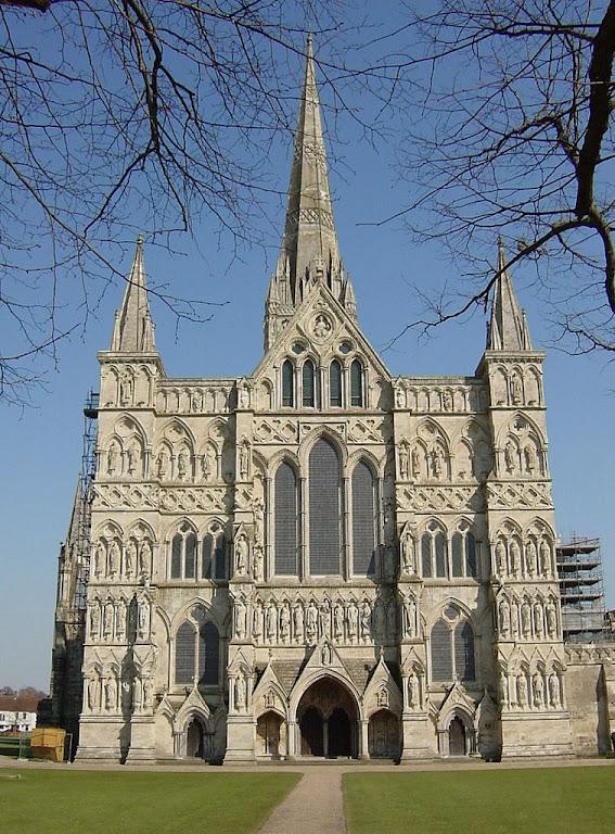 Catedral de Salisbury, Inglaterra: a solidez ancorada na terra e a delicadeza da fantasia requintada