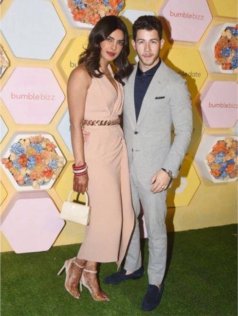 nick-jonas-priyanka-chopra-photo