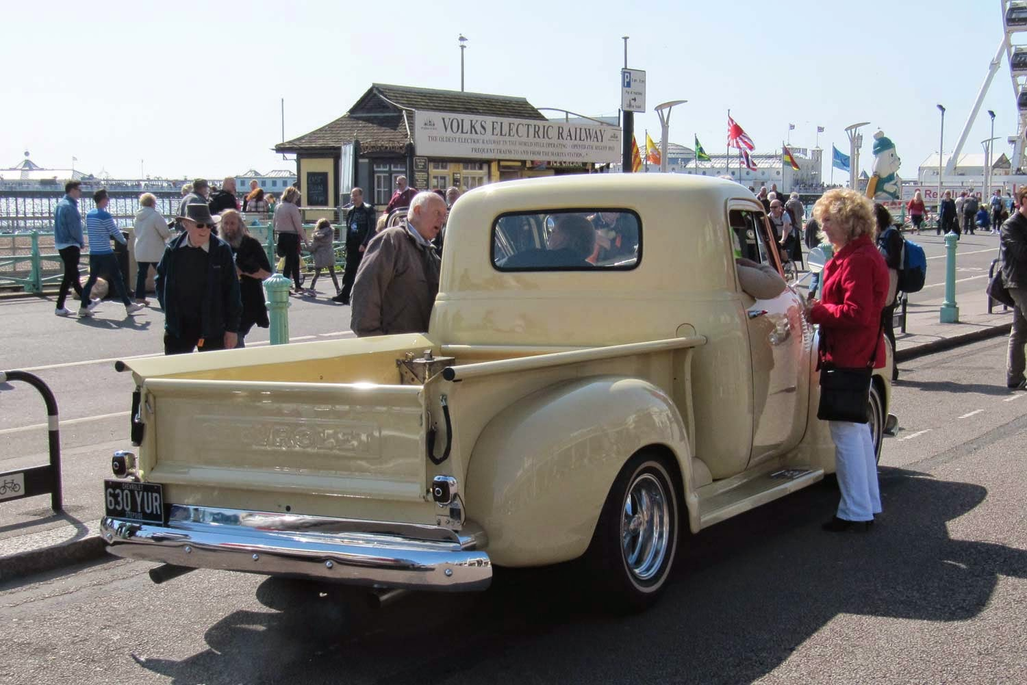 vintage car spotting in streets of london 1950s chevrolet chevy pick up in brighton. Black Bedroom Furniture Sets. Home Design Ideas