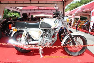 Modifikasi Honda CB Bagong Putih Menang Kontes