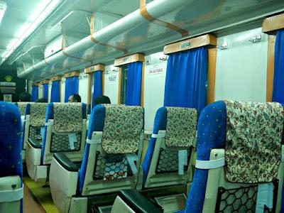tempat duduk kereta api Gajayana