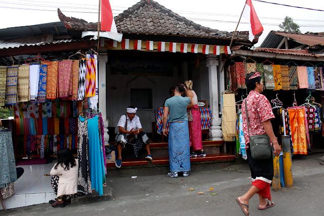 Los timadores de Pura Besakih (Bali)