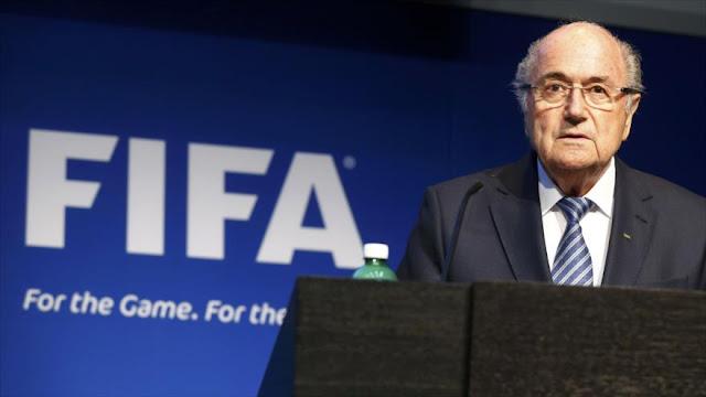 Escándalo FIFA: Blatter acusa de 'traicioneros' a sus exempleados