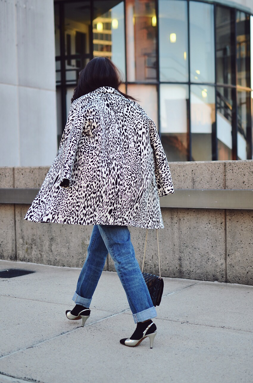 Black and white leopard street style