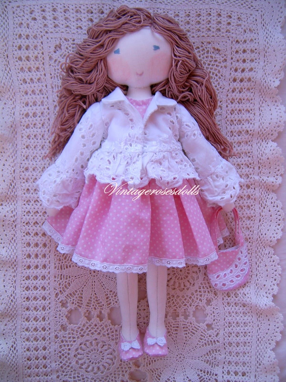 8505a3e7c8 Camille öltöztethető játékbaba 40 cm magas, puha játékbaba. Gyönyörű  hímzett nyári kiskabáttal, rózsaszín apró fehér pöttyös csipkével díszített  ruhában, ...
