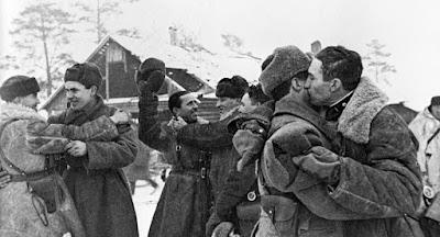 Celebrando la liberación de Leningrado tras el asedio alemán