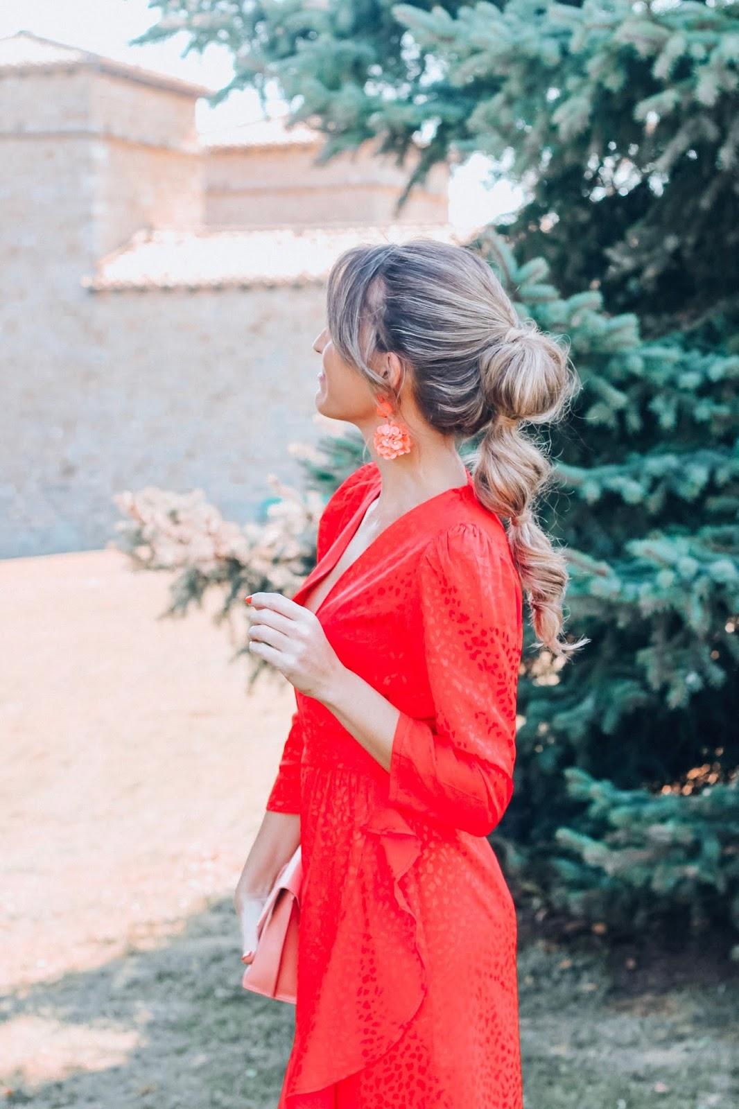 peinados invitada con coleta