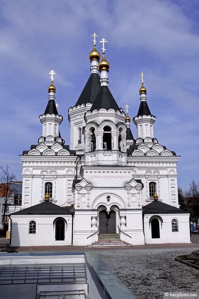 Церковь святого архистратига божия михаила при клиниках на девичьем поле