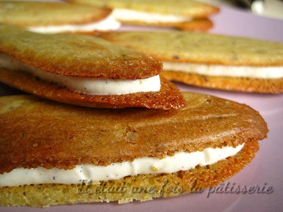 Sandwich de langues de chat fourrés d'une crème pistache et vanille