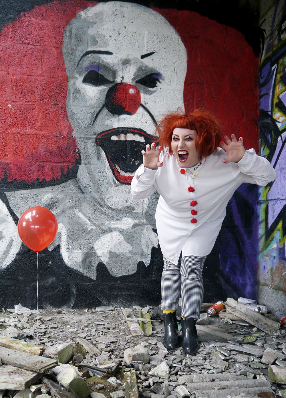 Easy Pennywise Halloween costume with red ballon