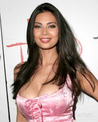 Terra Patrcik artis bintang film porno dengan bayaran terbesar dan termahal di dunia