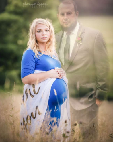 Mum-to-be includes late husband in heartbreaking maternity shoot