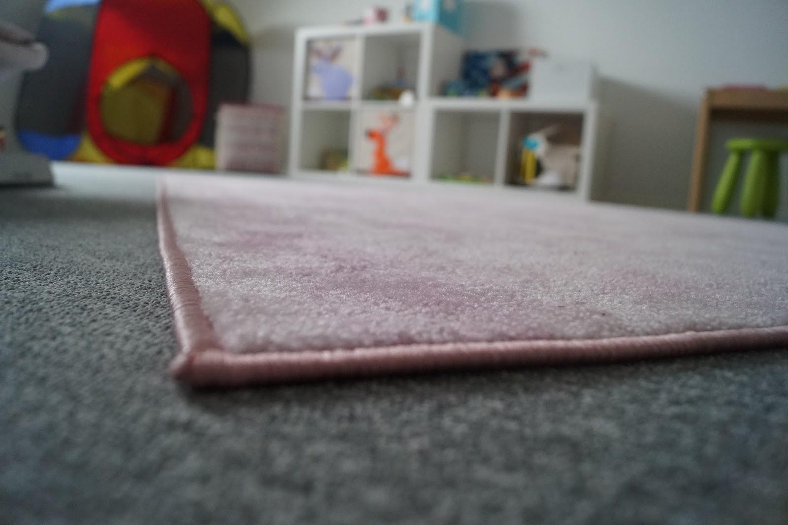 kleine einblicke in die kinderzimmer mit kinderaugen. Black Bedroom Furniture Sets. Home Design Ideas