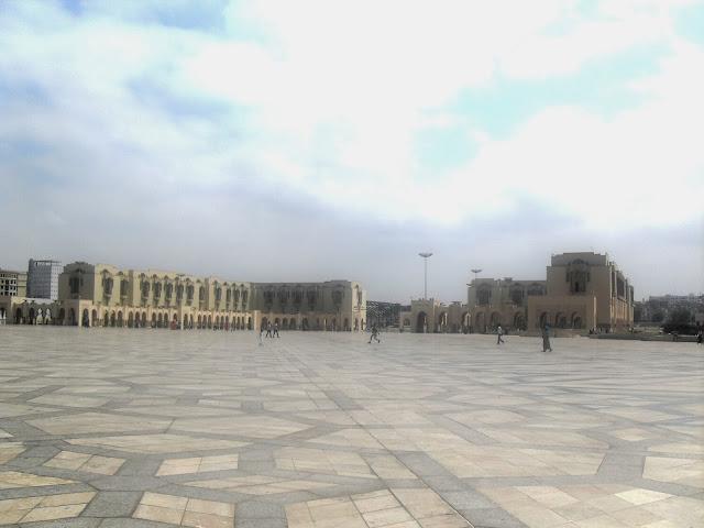 Plaza frente a la gran mezquita