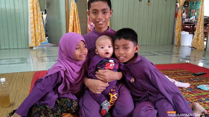 Gambar Raya dan Warna Baju Raya Persis Barney
