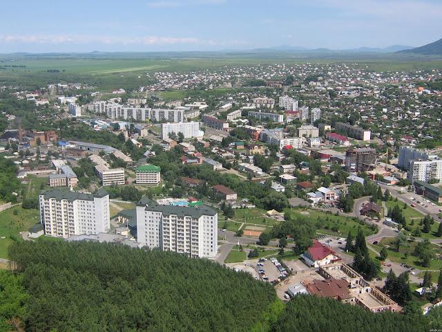 В 1803 году русские поселенцы основали в долине реки село Белокуриха. Их привлекли степные черноземы, богатые сенокосные угодья, обилие медоносных трав в предгорьях.
