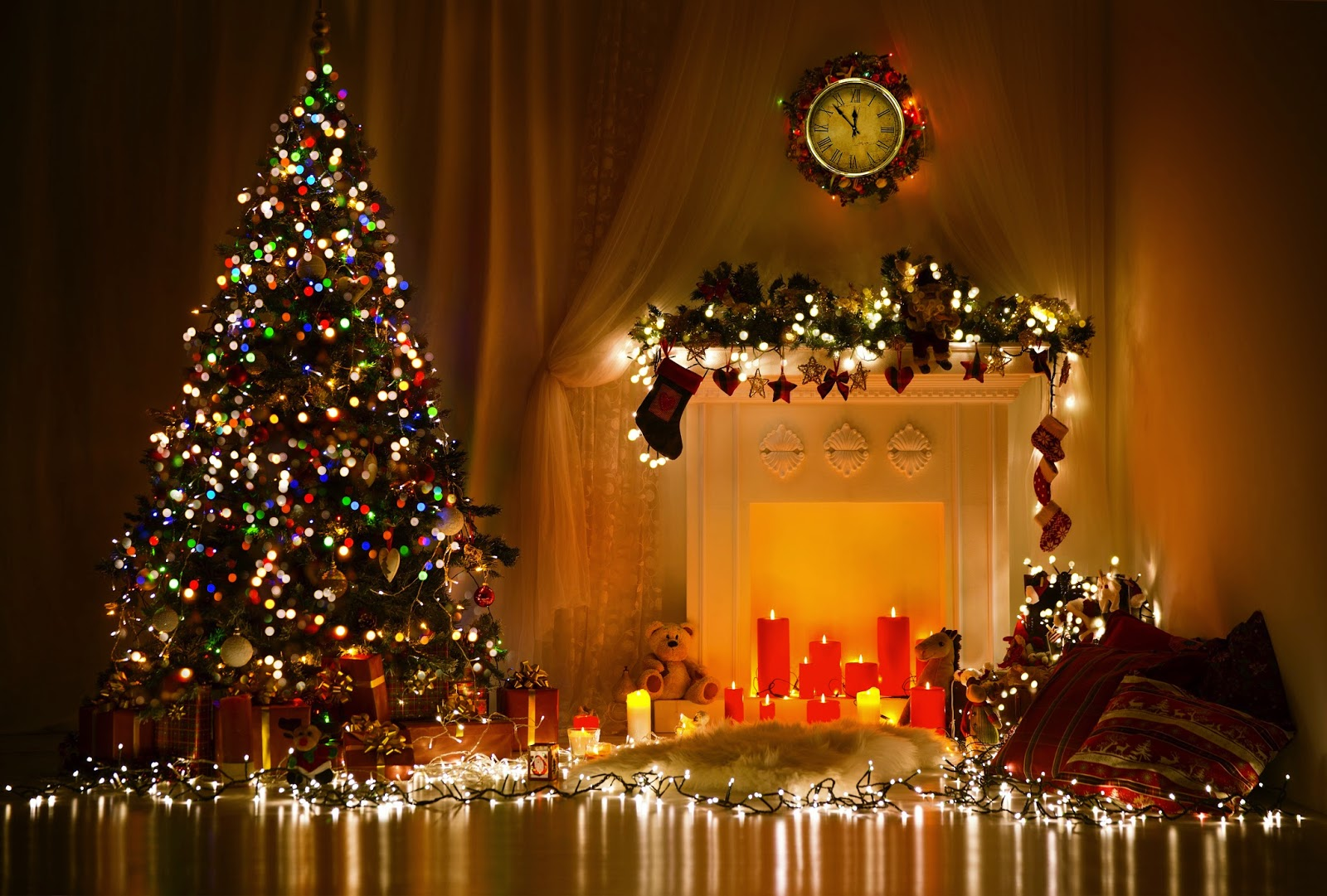 christmas- fireplace-without-fire-mantle-image-4000x2704.jpg