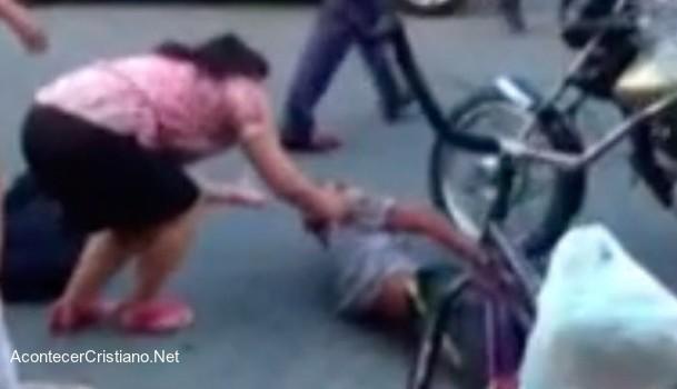 Mujer víctima de asalto evangeliza a ladrón