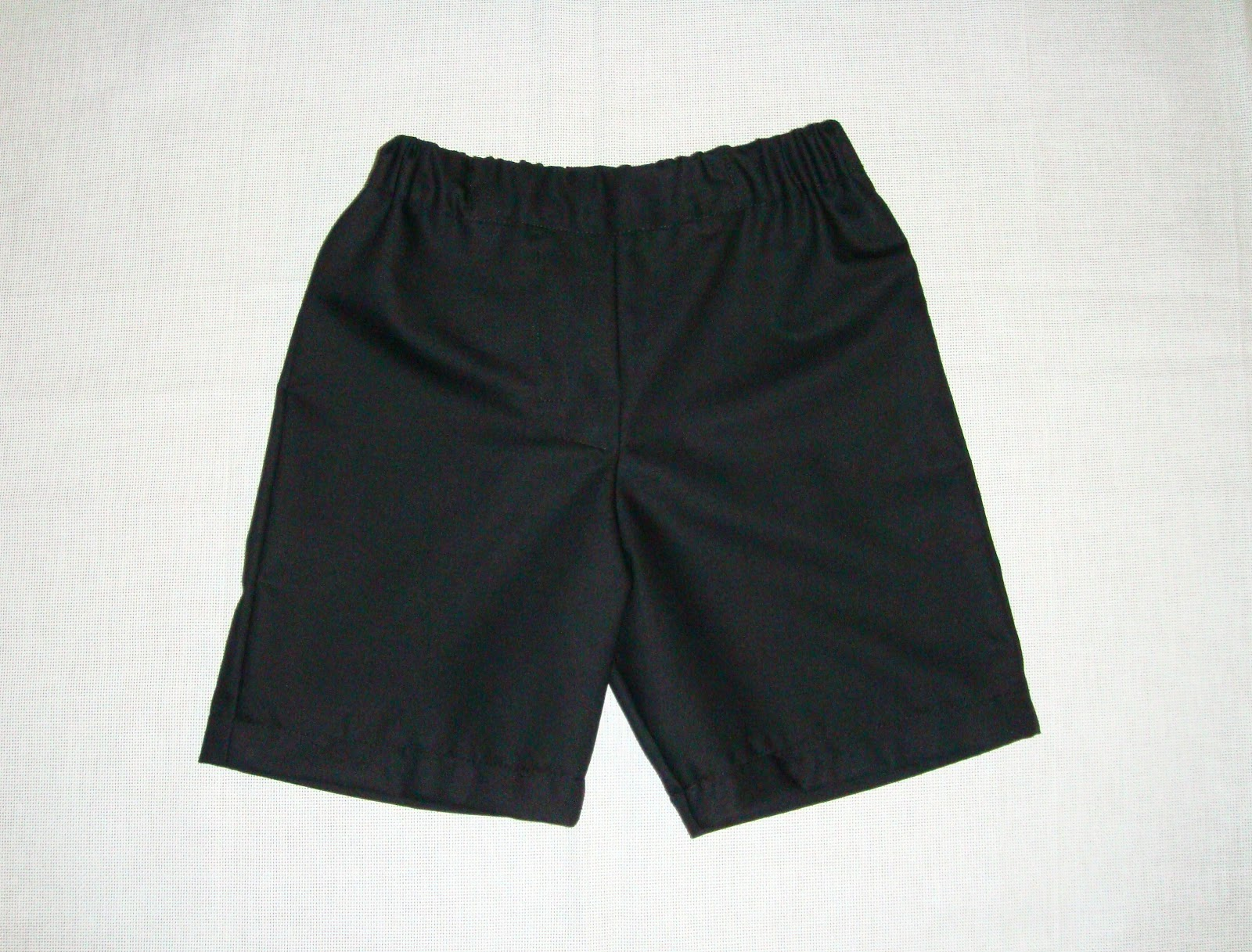 http://velvetribbonsew.blogspot.com/2012/10/black-shorts-for-eduardo.html