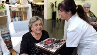 Celebració aniversari usuària d'Aviparc