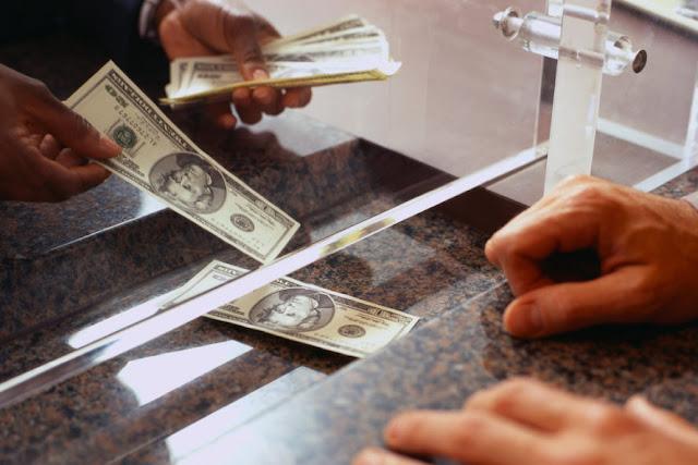 Bagaimana Hukum Bekerja di Bank, Meskipun Tahu Akan Selalu Bermuamalah dengan Riba?