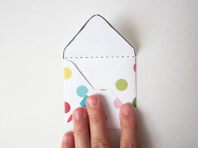 the red kitchen: DIY Mini Envelopes: Free Printable ...