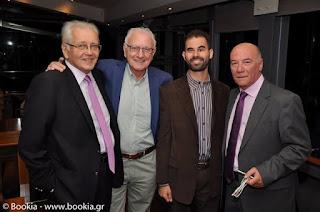 Ο Μένιος Σακελαρόπουλος με το Βαγγέλη Αυγουλά, τον Δημήτρη Κωνσταντάρα και τον Κώστα Χαρδαβέλλα