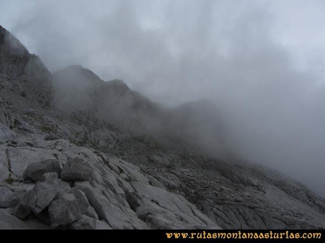 Ruta Pan de Carmen, Torre de Enmedio: Niebla en las inmediaciones de la collada de la Fragua