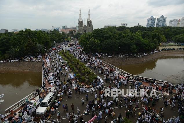 MASYA ALLAH! Hujan, Lonceng Katedral, dan Adzan Istiqlal Ukir Kesyahduan Aksi 313