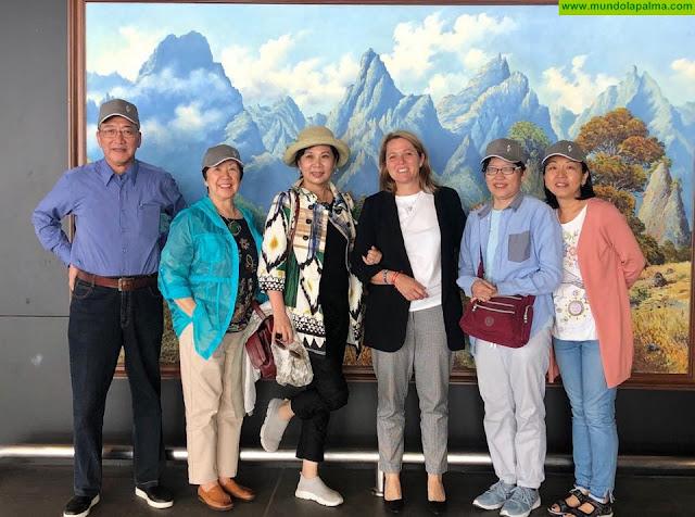 Los hermanos de Sanmao visitan en La Palma los hitos de la ruta turística que homenajea la huella de la escritora china en 'La Isla Bonita'