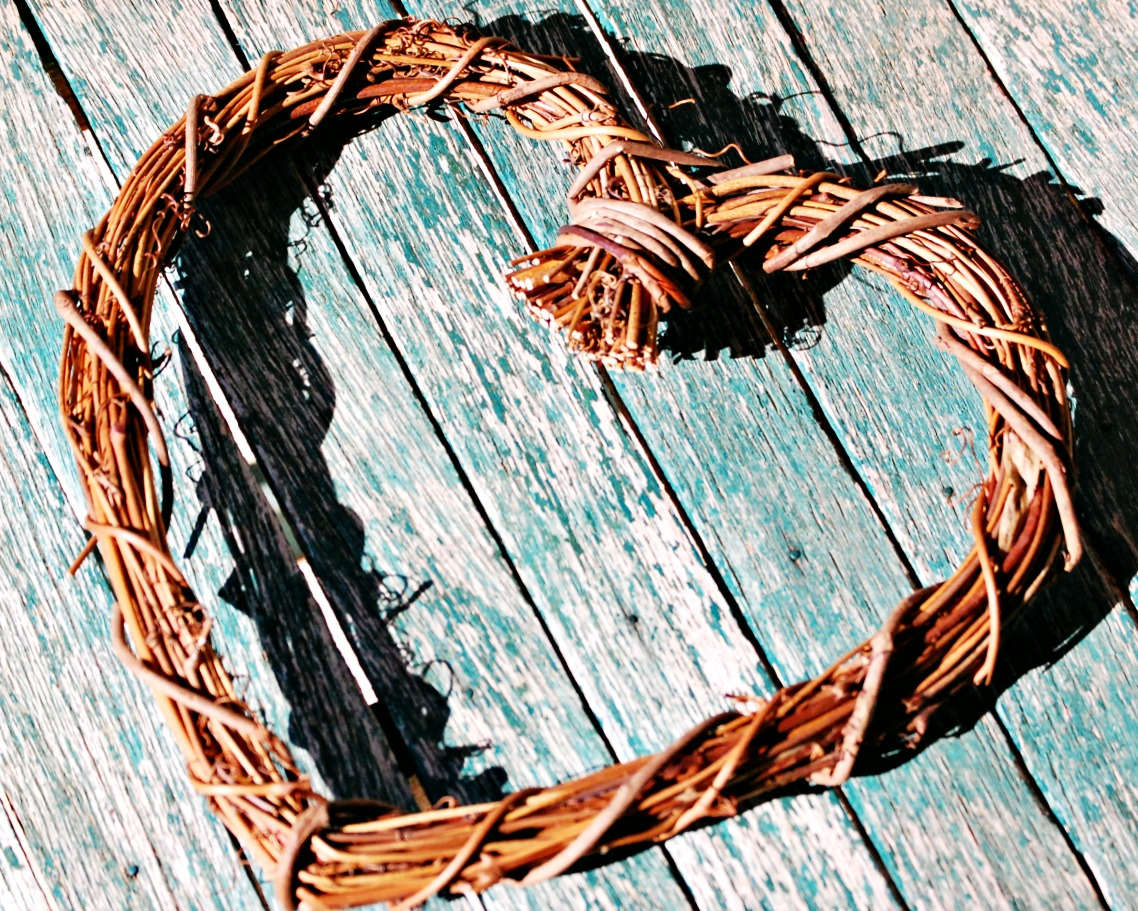 homemaking-wreaths-faux-flowers-decorating-decor-athomewithjemma