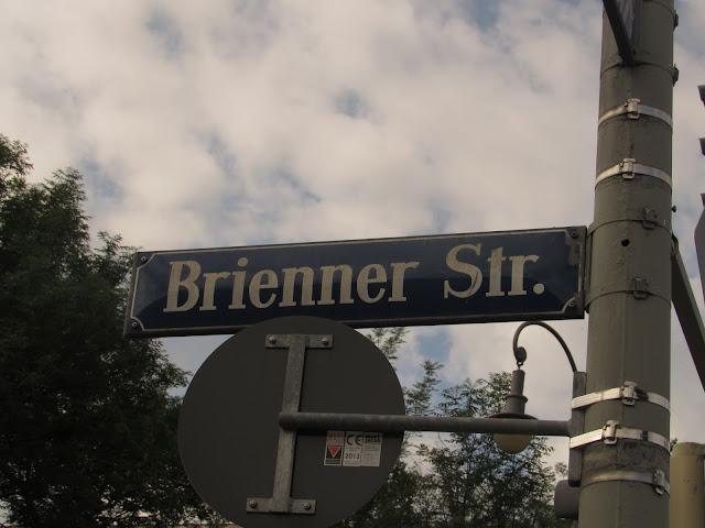 Brienner Strasse, 34 - Centro de Documentação de Munique O que ver em Munique Alemanha Casa Parda