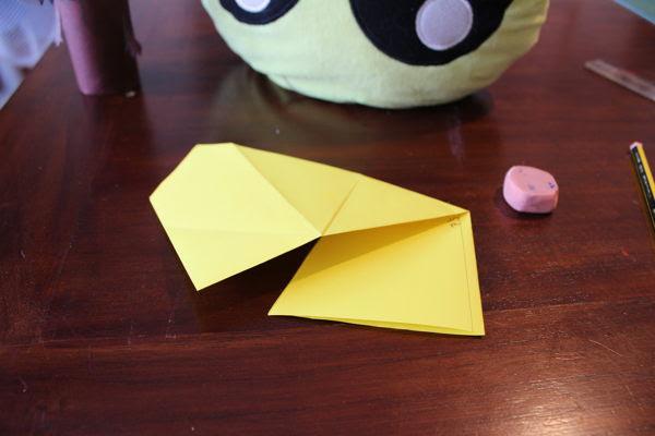 Cómo hacer un chubasquero con papel - manualidades