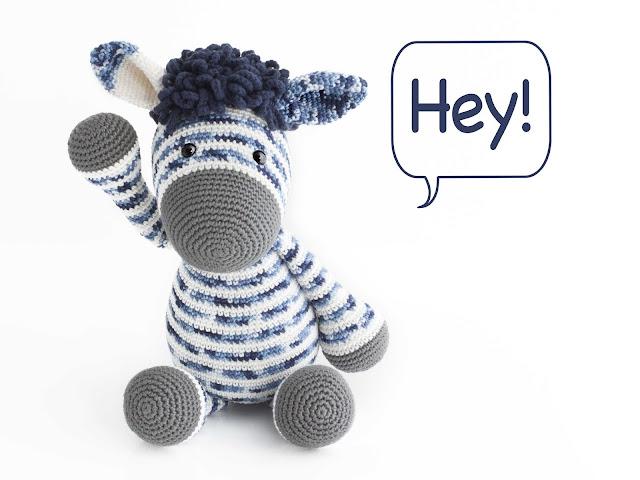 amigurumi-zebra-azul