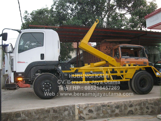 Hook Lift truck arm roll