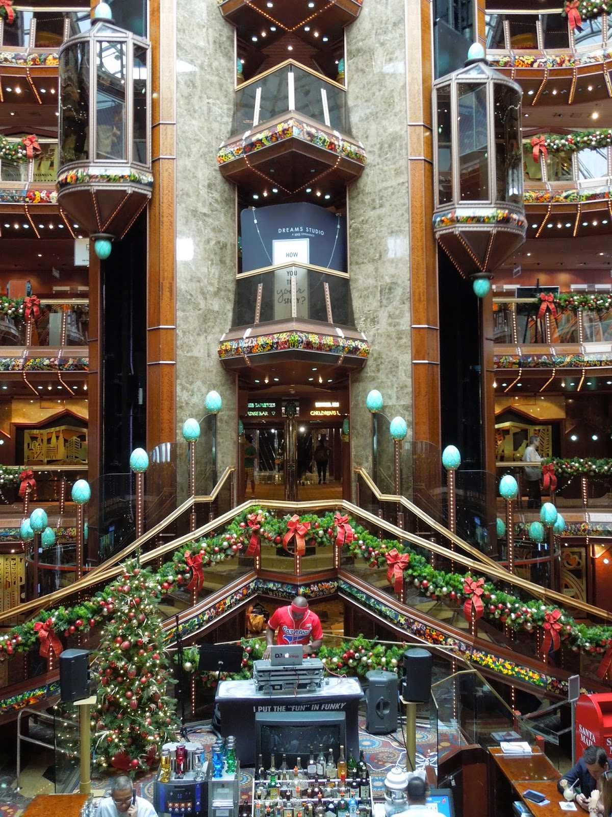 Paradise atrium Christmas decorations