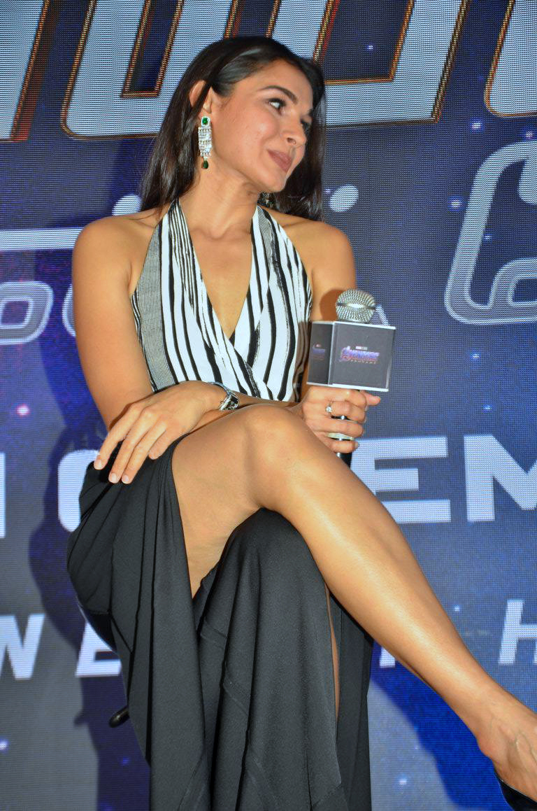 Andrea Sexy Picture andrea jeremiah thunder thighs in open skirt during press
