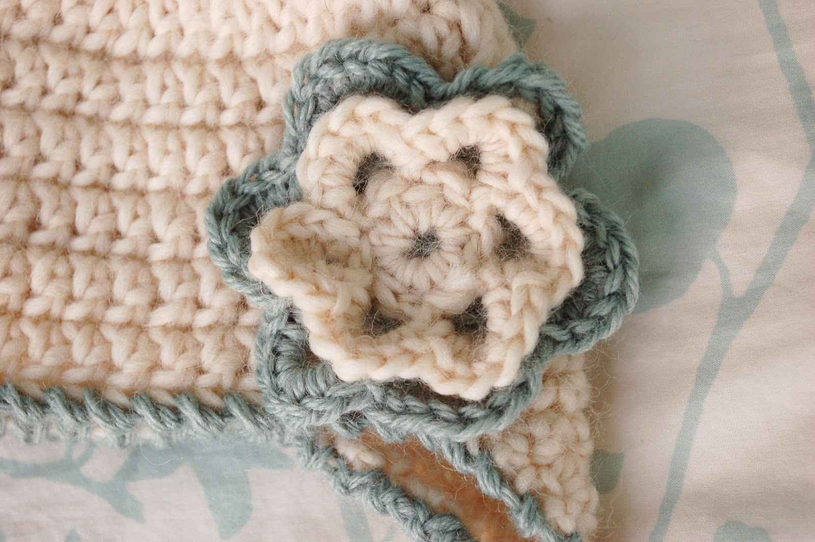 Free pattern to crochet an earflap baby beanie with braids ... f4376f634ed