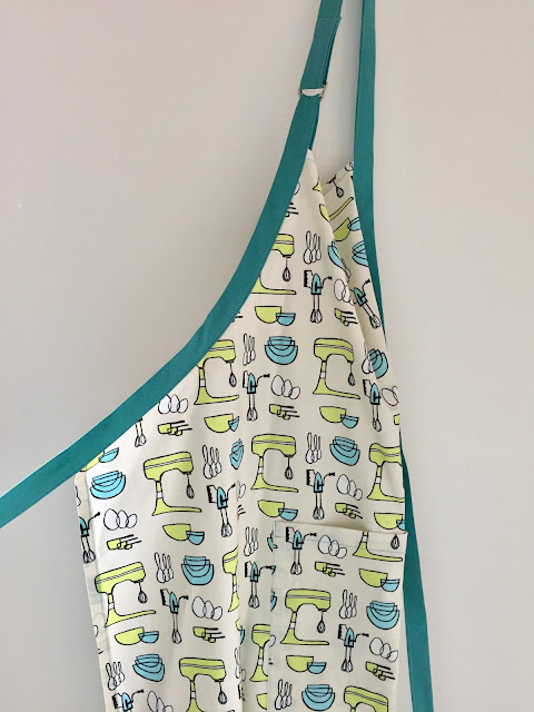 Diary of a Chain Stitcher: Baking Print Great British Sewing Bee Butcher's Apron
