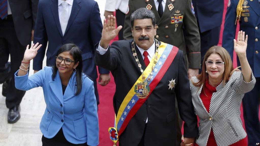 La primera dama venezolana acompañando a Maduro y a Delcy Rodríguez / AP