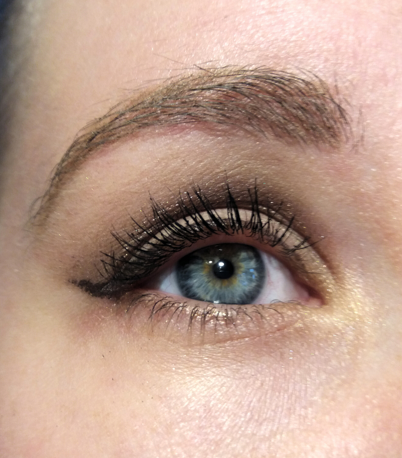 NARS makeup look open eye