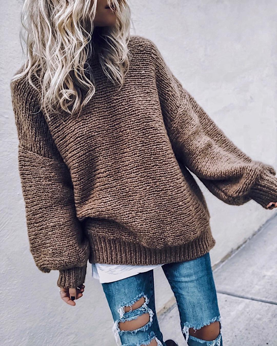 great outfit idea to copy this fall / brown knit sweater + white top + ripped jeans